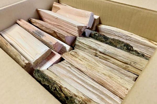 宅配で届く薪(イメージ)