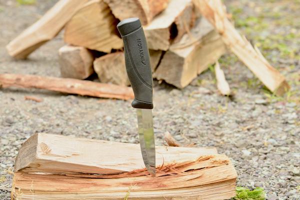 スウェーデン産のアウトドアナイフ